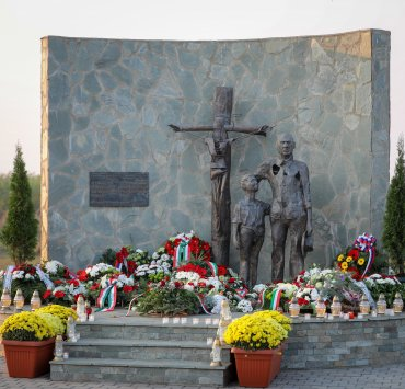 Svečanost u Čurugu na mestu sećanja na nevino pogubljene Mađare 1944–45. godine